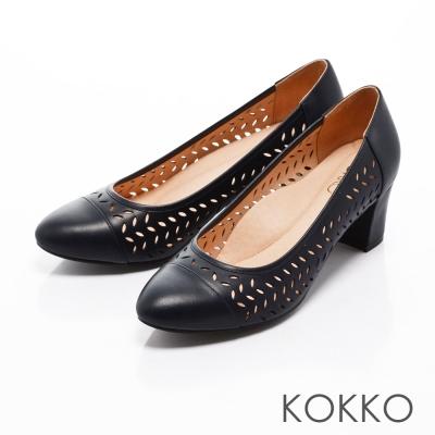 KOKKO- 尖頭雕花真皮舒壓粗高跟鞋-藍色