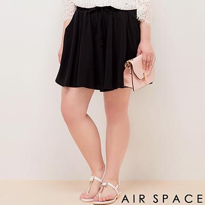 AIR SPACE PLUS 彈性鬆緊綁帶傘襬短褲(黑)