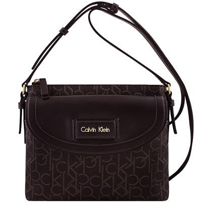 Calvin Klein 巧克力色LOGO PVC斜背包