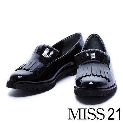 跟鞋 MISS 21 個性亮澤流蘇漆皮感低跟樂福鞋-黑