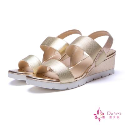 達芙妮DAPHNE-青春格調金屬色一字楔型中跟涼鞋-迷人金