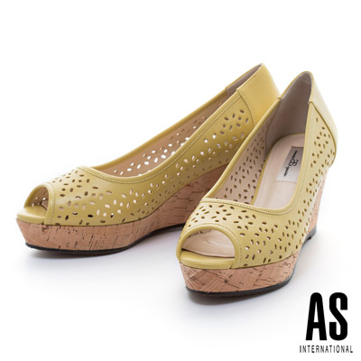 AS-細緻雕花打洞造型羊皮魚口楔型高跟鞋-黃