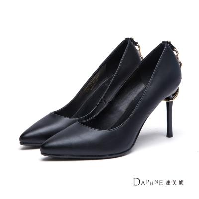 達芙妮DAPHNE-高跟鞋-金鏈套跟尖頭鞋-黑