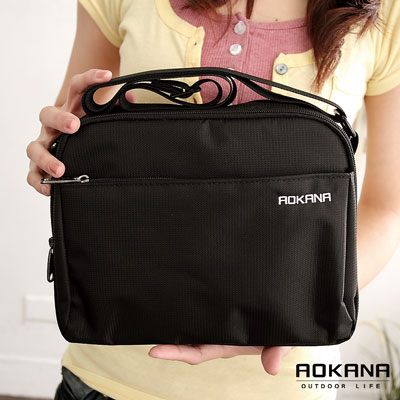 AOKANA奧卡納 MIT輕量防潑水多隔層側背包 (02-019)百搭黑