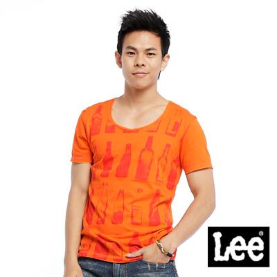 Lee-One-day-in-Brooklyn酒瓶印花圖案圓領短袖T恤-男款-橘