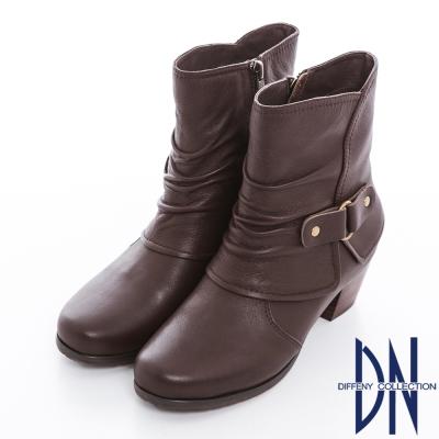 DN 時髦典藏 質感牛皮皺褶釦飾粗跟短靴 咖