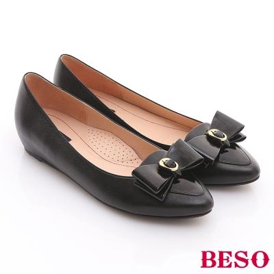 BESO-優雅極簡-全真皮亮面蝴蝶內增高楔型鞋-黑