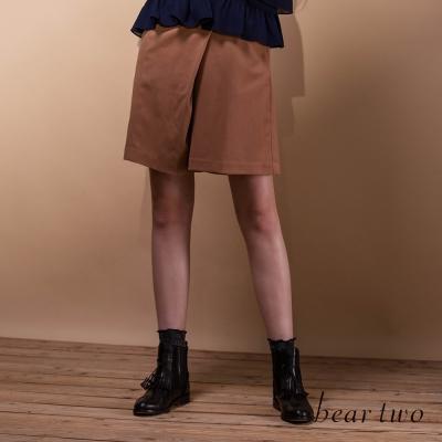 beartwo立體不對稱圍裹剪裁造型短褲(共二色)