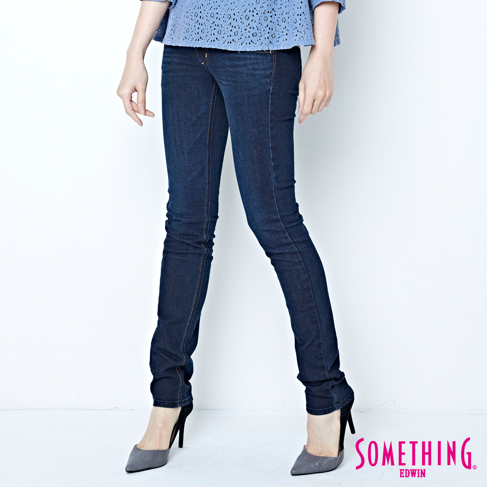 SOMETHING 華麗女爵搖滾鋁片伸縮窄直筒牛仔褲-女-原藍磨