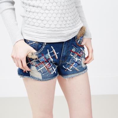 ICHE-衣哲-立體釘珠裝飾風牛仔短褲