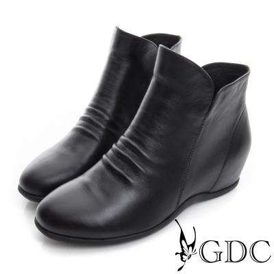 GDC個性-抓皺V切口拉鍊真皮內增高短靴-黑色