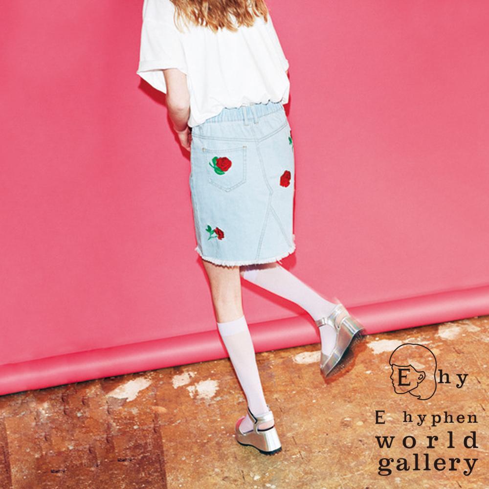 E hyphen玫瑰刺繡下擺抽鬚設計牛仔短裙