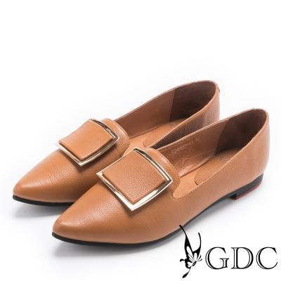 GDC-俐落特別大方釦尖頭平底鞋-土黃色