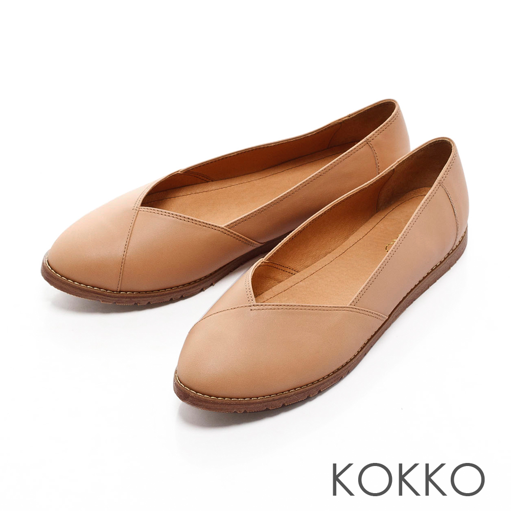 KOKKO -舒適輕旅真皮平底休閒鞋-杏膚
