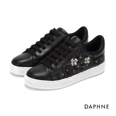 達芙妮DAPHNE 休閒鞋-立體花朵繫帶平底休閒鞋-黑