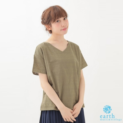 earth music  V領刺繡側開衩短袖上衣/T恤