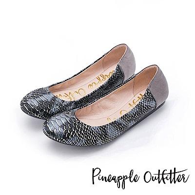 Pineapple Outfitter 輕盈時尚 蛇紋真皮鬆緊帶平底娃娃鞋-錫色