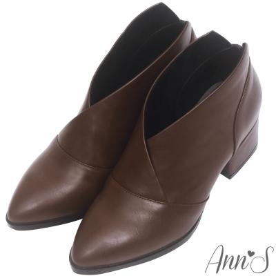 Ann'S焦糖蜜語-前交叉極致V低跟尖頭短靴-咖