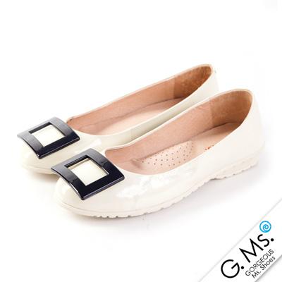 G.Ms. 優雅經典‧烤漆方釦牛漆皮微坡跟平底鞋-米白