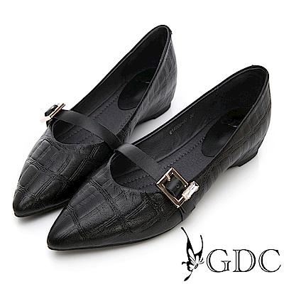 GDC-真皮質感壓紋歐美風扣帶尖頭平底包鞋-黑色