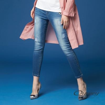 OUWEY歐薇 率性貼布刺繡牛仔褲(藍)-動態show