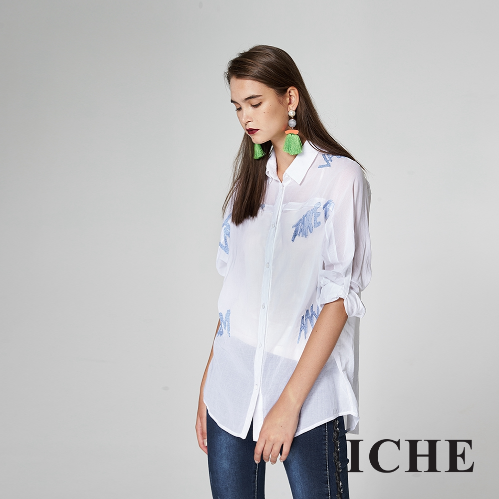 ICHE衣哲 造型字母刺繡反摺設計長版襯衫-藍
