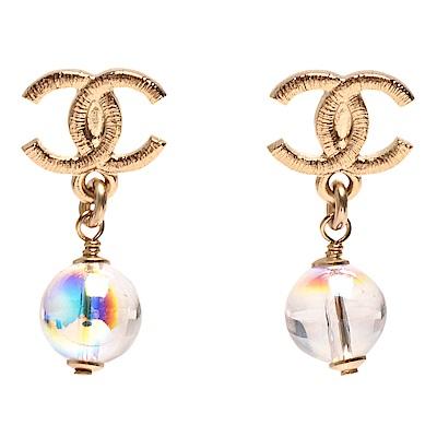 CHANEL 經典雙C LOGO刻晶瑩琉璃垂墜造型穿式耳環(金)