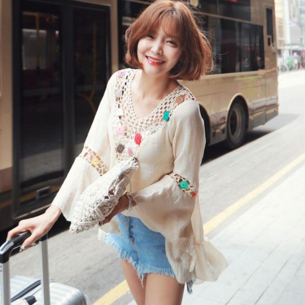 La BellezaV領勾織鏤空彩色繡花球喇叭袖荷葉裙擺棉麻洋裝