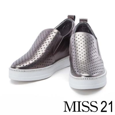 休閒鞋 MISS 21 幾何時尚沖孔牛皮內增高休閒鞋-銀