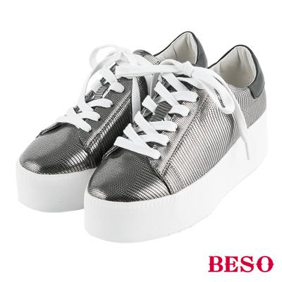 BESO 酷玩潮味 簡約綁帶壓紋厚底平底鞋~灰