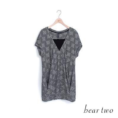 beartwo-假兩件V領交錯格紋上衣-二色