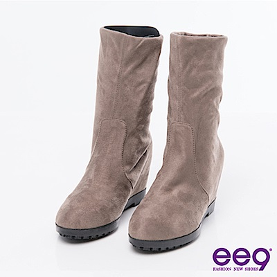 ee9通勤私藏-2WAY經典素面彈力羊絨平底內增高中筒靴-卡其色