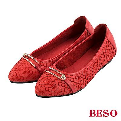 BESO 氣質美型 全真皮刀割立體淺金扣綴飾平底鞋~紅
