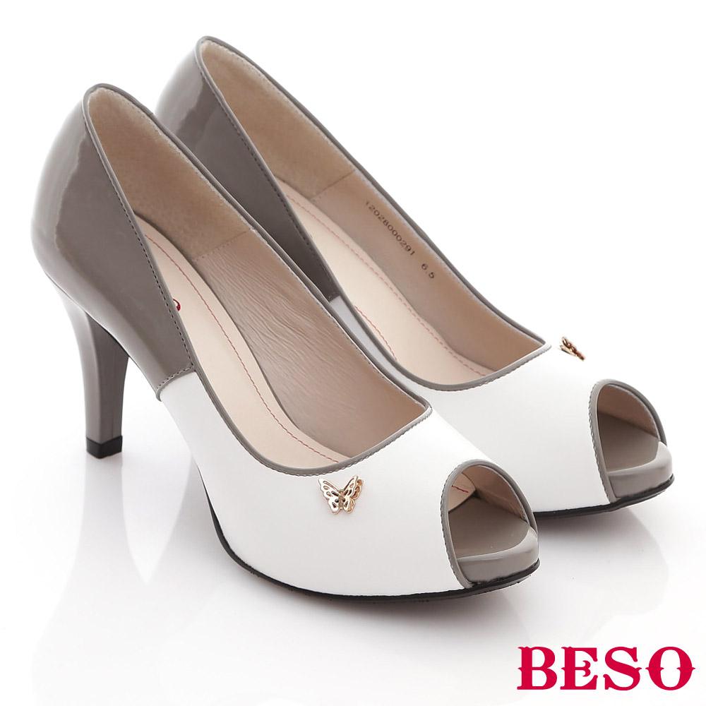 BESO俏麗佳人-撞色亮眼鏡面金色蝴蝶飾釦魚口高跟鞋-灰