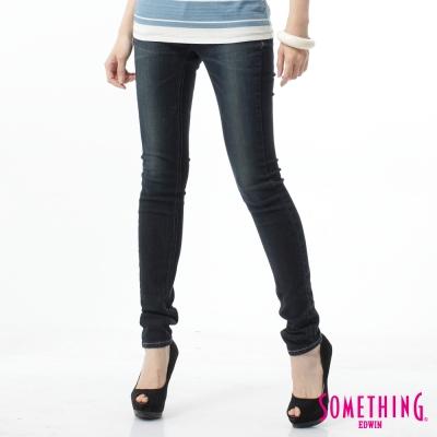 SOMETHING-皮飾窄直筒牛仔褲-女-原藍磨