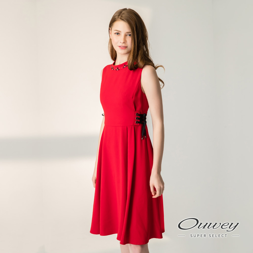 OUWEY歐薇 時尚繫繩裝飾長版背心洋裝(紅)-動態show