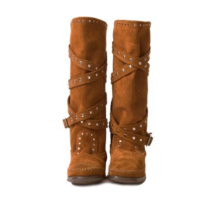 MINNETONKA-STUDDED STRAP鉚釘繞帶長靴-紅棕色