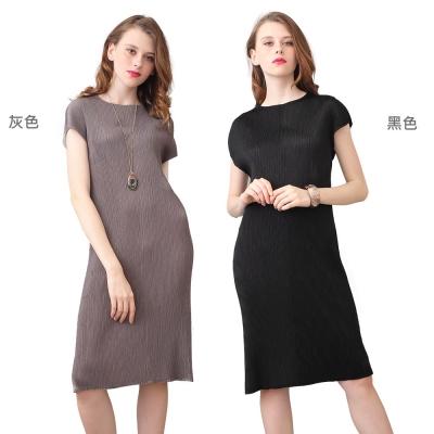 典雅素色圓領短袖壓摺洋裝(共二色)-玩美衣櫃