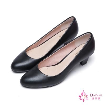 達芙妮DAPHNE-經典香榭舒適素面羊皮尖頭中跟鞋-纖腿黑