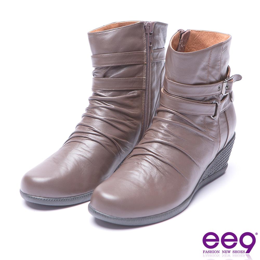 ee9  經典手工自然抓皺金屬扣環素面楔型跟短筒靴 咖色
