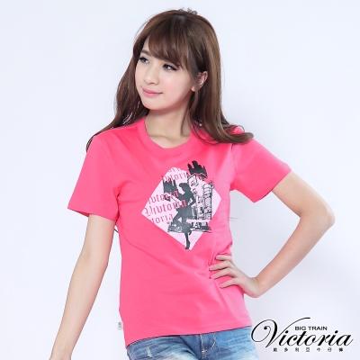 Victoria 摩登女伶印花TEE-女-粉紅