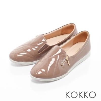 KOKKO-城市漫步軟底漆皮休閒平底便鞋-藕粉