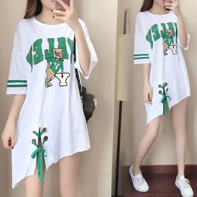 中大尺碼 綠色字母煙斗小狗滾綠邊側穿繩白色洋裝XL~4L-Ballet Dolly