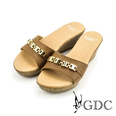 GDC-素面金屬扣環楔型厚底涼拖鞋-棕色