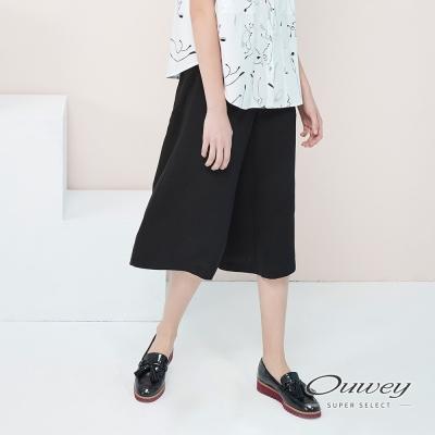OUWEY歐薇-簡約修飾素面寬褲-黑