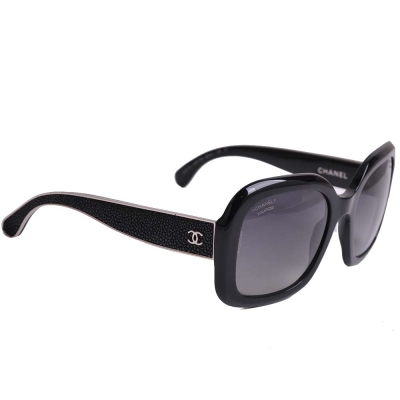 CHANEL 5272Q 金屬鑲邊CC LOGO方形珍珠魚皮太陽眼鏡(黑/銀邊)