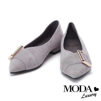 跟鞋 MODA Luxury D字造型金屬釦麂皮尖頭低跟鞋-灰