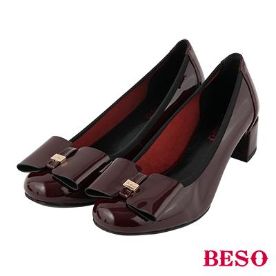 BESO氣質典雅 立體蝴蝶結金屬裝飾跟鞋~酒紅