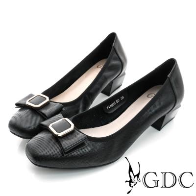 GDC-優雅時尚蝴蝶方形飾扣沖孔真皮粗低跟鞋-黑色