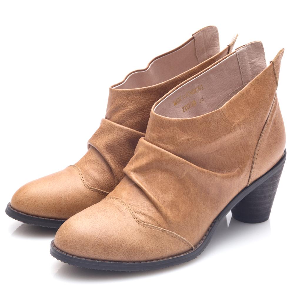 G.Ms. 牛皮韓風抓皺後V口粗跟踝靴-駝色